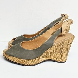 One of 2 Straw Weave Wedge Pumps Size 10 Green